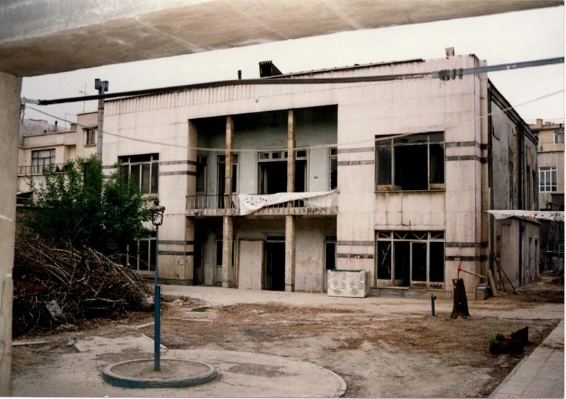نمای قدیمی حسینیه شهدای قهرود
